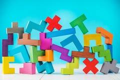 Achtergrond met multicolored vormen houten blokken Stock Fotografie