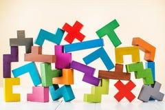 Achtergrond met multicolored vormen houten blokken Stock Foto