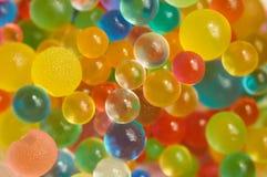 Achtergrond met verspreide kleurenballen die wordt gemaakt Royalty-vrije Stock Fotografie