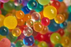 Achtergrond met verspreide kleurenballen die wordt gemaakt Royalty-vrije Stock Foto's