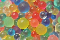 Achtergrond met verspreide kleurenballen die wordt gemaakt Stock Foto