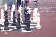 Achtergrond, openlucht levensgrote schaaktribune op het overzees promenade6 stock foto