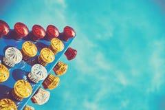 Achtergrond uit kleurrijke gloeilampen dicht wordt samengesteld die Stock Afbeelding