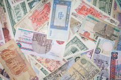 Achtergrond van bankbiljetten van monetaire munten Stock Foto's