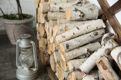 Achtergrond van berkbrandhout thuis stock fotografie