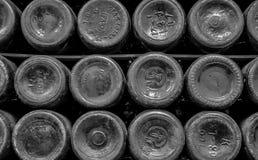 Achtergrond van de bodems van flessen stock afbeeldingen