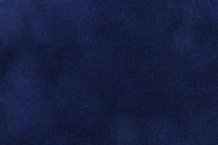 Achtergrond van de donkerblauwe close-up van de suèdestof Fluweel matte textuur van marineblauwe nubucktextiel Stock Fotografie