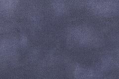 Achtergrond van de donkergrijze en blauwe close-up van de suèdestof Fluweel matte textuur van nubucktextiel Royalty-vrije Stock Afbeelding