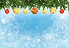 Achtergrond van de Kerstmis de blauwe kleur met Kerstboom verfraaide ballen Stock Afbeeldingen