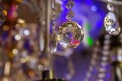 Achtergrond van de kristallen in de opslag van gloeilampen en lampen stock fotografie