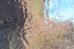 Achtergrond van de kristallijne textuur van ijs op de oppervlakte van t royalty-vrije stock afbeelding