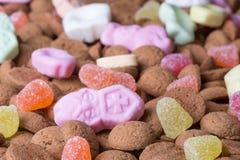 Achtergrond van de snoepjes van gembernoten ANS. Suikergoed bij Nederlandse Sinterklaas-gebeurtenis Stock Foto's
