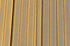 Achtergrond van de stapel de roestige spoorweg van gele kleur stock foto