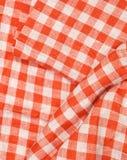 Achtergrond van de tafelkleed de rode en witte geruite golvende textuur Stock Foto