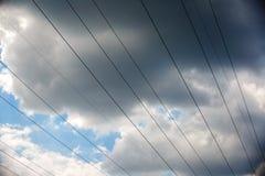 Achtergrond van de de torenhemel van de hoogspannings de posthoogspanning De elektriciteit is de belangrijkste energie van de wer royalty-vrije stock afbeelding