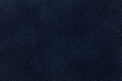 Achtergrond van donkerblauwe die stof met laagdier wordt verfraaid Stock Foto