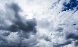 Achtergrond van donkere wolken Royalty-vrije Stock Foto