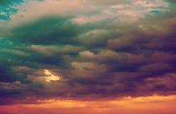 Achtergrond van donkere wolken vóór een onweersbui Royalty-vrije Stock Afbeelding