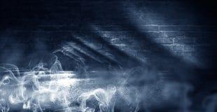 Achtergrond van een lege donker-zwarte ruimte Lege bakstenen muren, lichten, rook, gloed, stralen stock fotografie