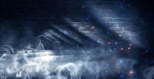 Achtergrond van een lege donker-zwarte ruimte Lege bakstenen muren, lichten, rook, gloed, stralen stock afbeelding