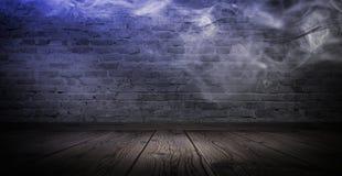 Achtergrond van een lege gang met bakstenen muren en neonlicht Bakstenen muren, neonstralen en gloed stock foto