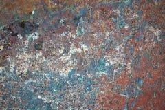 Achtergrond van een schil kleurrijke verf op een muur stock fotografie