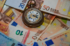 Achtergrond van euro rekeningen Tijd in geld Royalty-vrije Stock Foto's
