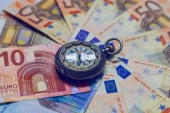 Achtergrond van euro rekeningen Tijd in geld Royalty-vrije Stock Afbeeldingen
