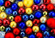 Achtergrond van gekleurde Kerstboomballen Stock Foto