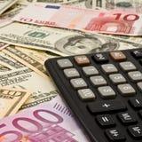 Achtergrond van geld en calculator Royalty-vrije Stock Foto