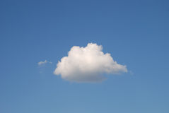 Achtergrond van hemel en enige wolk Stock Foto's