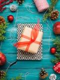 Achtergrond van het Kerstmis de groene kader met giftdoos Royalty-vrije Stock Fotografie