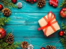 Achtergrond van het Kerstmis de groene kader met giftdoos Royalty-vrije Stock Afbeelding