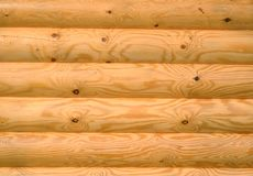 Achtergrond van horizontale gehouwen geschilderde houten logboeken Stock Foto