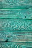 Achtergrond van houten geweven raad met sporen van groene verf verticaal stock afbeeldingen