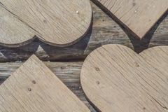 Achtergrond van houten harten Uitstekende houten achtergrond royalty-vrije stock afbeelding