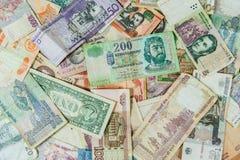 Achtergrond van internationale geldrekeningen/bankbiljetten dat wordt gemaakt stock fotografie