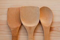 Achtergrond van keukengerei Noodzakelijke toebehoren in de keuken stock fotografie