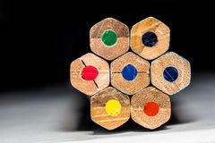 Achtergrond van kleurpotloden Stock Foto