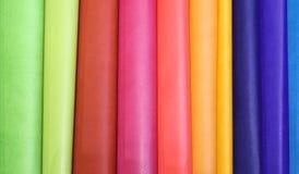 achtergrond van kleurrijk leer in de ambachtworkshop Stock Foto's