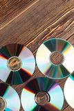 Achtergrond van kleurrijke compact-discs royalty-vrije stock afbeeldingen