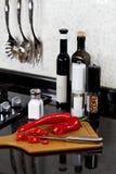 Achtergrond van moderne keuken en scherpe raad Royalty-vrije Stock Foto