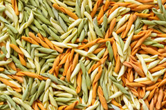 Achtergrond van multi-colored deegwaren, fusilli Royalty-vrije Stock Foto's