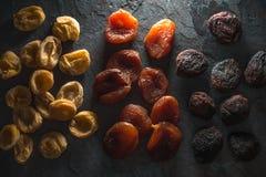 Achtergrond van multi-colored droog abrikozenclose-up Royalty-vrije Stock Fotografie