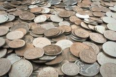 Achtergrond van muntstukken van verschillende landen Gestemd muntstuk royalty-vrije stock foto