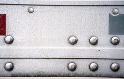 Achtergrond van muur van de aluminium de semi aanhangwagen met klinknagels en sticker Stock Fotografie