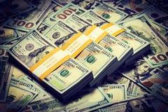 Achtergrond van nieuwe 100 Amerikaanse dollars 2013 bankbiljetten Stock Fotografie