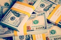 Achtergrond van nieuwe 100 Amerikaanse dollars 2013 bankbiljetten Stock Afbeeldingen