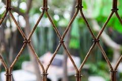 Achtergrond van oude metaal uitstekende rooster Stock Fotografie