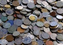 Achtergrond van oude muntstukken stock foto's